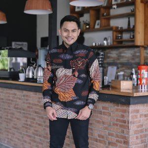 ARYAN Kemeja Batik Pria Lengan Panjang